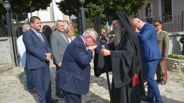 Ректорът на ВУЗФ, доц. д-р Григорий Вазов, присъства на празника по случай 15 години от възстановяването на община Сопот