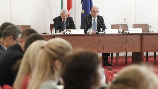 Ролята на фискалната политика за генериране на стабилност и устойчив икономически растеж обсъдиха участниците в международна конференция, организирана от Фискалния съвет на България