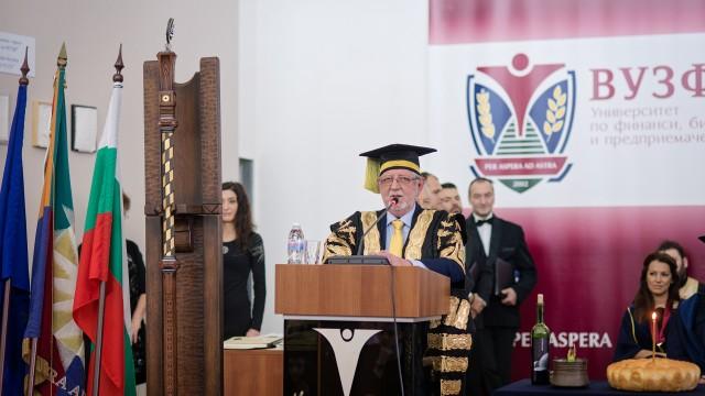 На тържествена церемония бяха раздадени дипломите на випуск 2018 във ВУЗФ