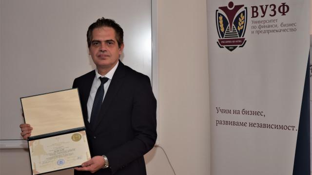 Министър на икономиката Лъчезар Борисов успешно своята дисертация във ВУЗФ